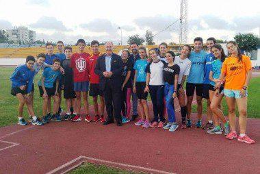 el alcalde con los atletas